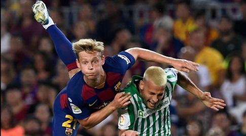סרחיו קנאלס ופרנקי דה יונג במאבק (La Liga)