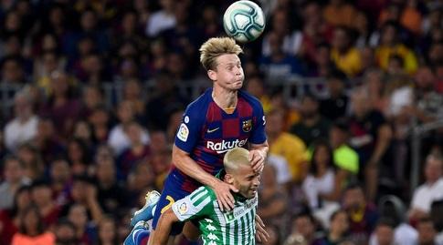 פרנקי דה יונג מטפס על סרחיו קנאלס (La Liga)