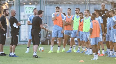אנדי הרצוג ושחקני נבחרת ישראל באימון (רדאד ג'בארה)