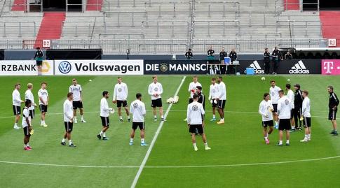 שחקני נבחרת גרמניה באימון (רויטרס)