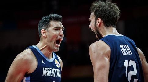 שחקני נבחרת ארגנטינה חוגגים (FIBA)