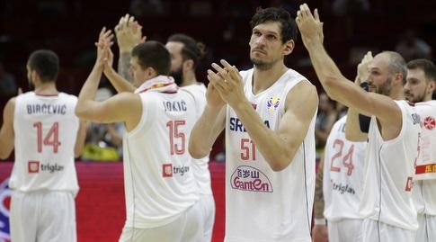 שחקני סרביה מודים לקהל (רויטרס)