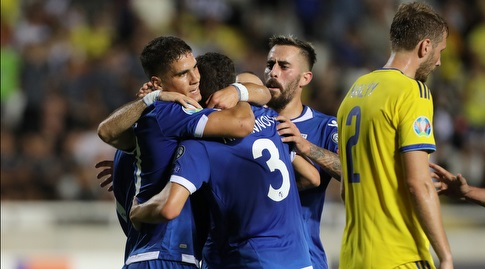 שחקני נבחרת קפריסין חוגגים (רויטרס)