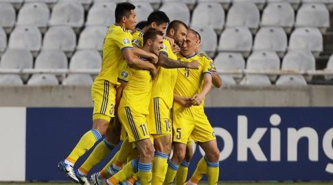 שחקני נבחרת קזחסטן חוגגים (רויטרס)