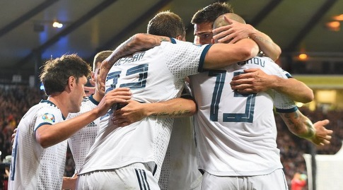 """שחקני נבחרת סלובניה חוגגים (האתר הרשמי של אופ""""א)"""
