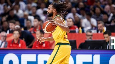 פטי מילס עם הכדור (FIBA)