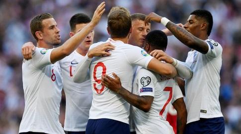 שחקני נבחרת אנגליה חוגגים. ימשיכו לחייך? (רויטרס)