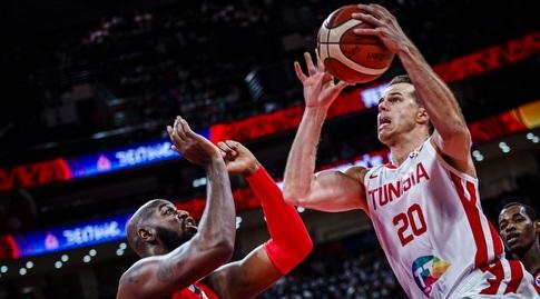 מייקל רול עולה לסל (FIBA)