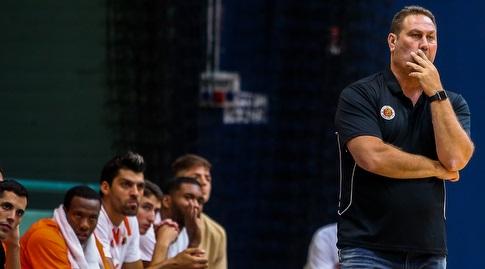 גיא גודס ושחקני מכבי ראשון לציון (אורן בן חקון)