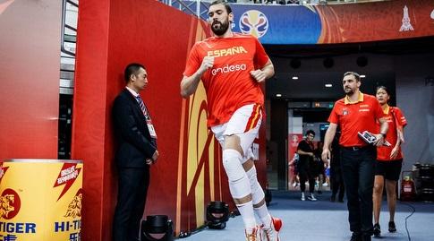 מארק גאסול בחימום (FIBA)