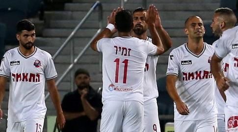 שחקני הפועל חיפה חוגגים עם עדן בן בסט (אורן בן חקון)