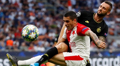 מרסלו ברוזוביץ' מנסה להגיע לכדור (רויטרס)