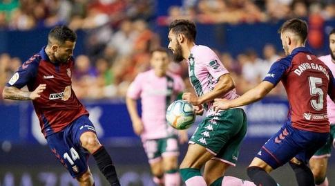 דויד גארסיה ורובן גארסיה מנסים להגיע לכדור (La Liga)