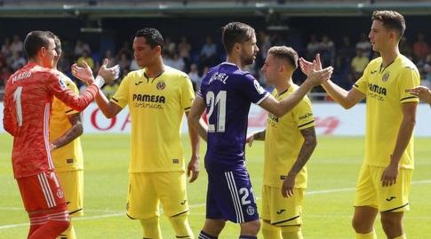 שחקני ויאדוליד ו-ויאריאל לוחצים ידיים (La Liga)