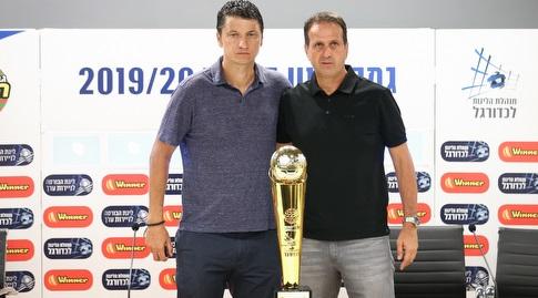 ולדימיר איביץ' ורוני לוי עם גביע הטוטו (רדאד ג'בארה)