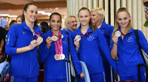 יוליאנה טלגין, ניקול וורונקוב, לינוי אשרם וניקול זליקמן עם המדליה המדינתית (חגי מיכאלי)