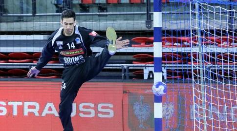 דן טפר במדי נבחרת ישראל (צילום: הדר ואן קולא, איגוד הכדוריד) (מערכת ONE)