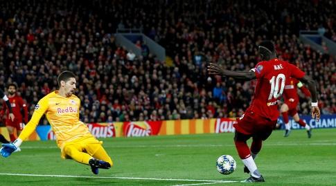 סאדיו מאנה מבקיע את השער הראשון (רויטרס)