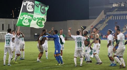 שחקני מכבי חיפה חוגגים בסיום המשחק (שחר גרוס)