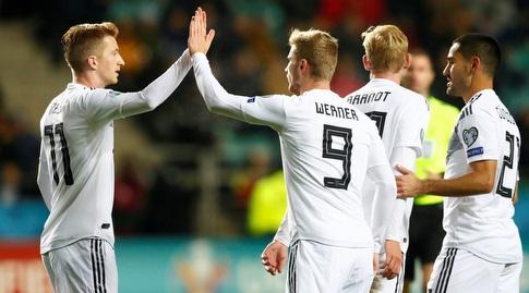שחקני נבחרת גרמניה חוגגים עם טימו ורנר (רויטרס)