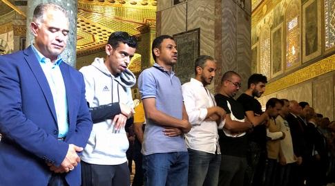 אנשי נבחרת סעודיה מתפללים באל אקצא (רויטרס)