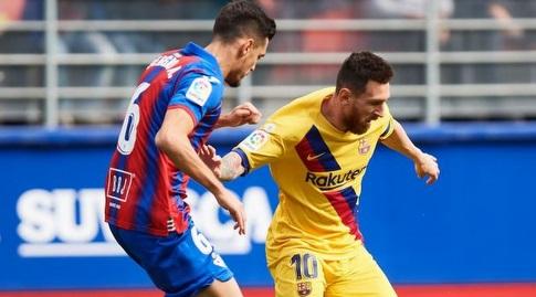 ליאו מסי שומר על הכדור (La Liga)