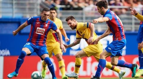 ליאו מסי במאבק על הכדור (La Liga)