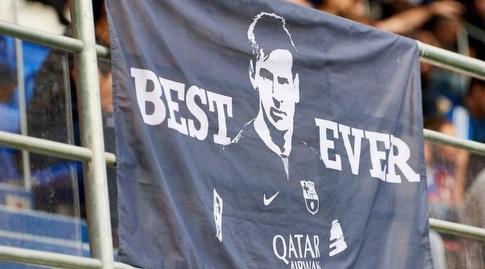 שלט של ליאו מסי באצטדיון (La Liga)
