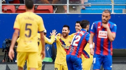 ליאו מסי חוגג עם חבריו בבארסה (La Liga)
