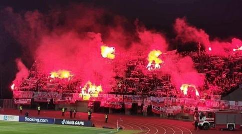 אוהדי פולין במשחק חוץ נגד לטביה (האתר הרשמי של פולין)
