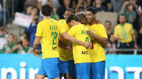 שחקני אגדות ברזיל חוגגים (רדאד ג'בארה)