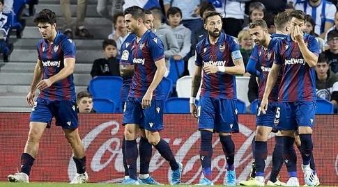 שחקני לבאנטה חוגגים את השער (La Liga)