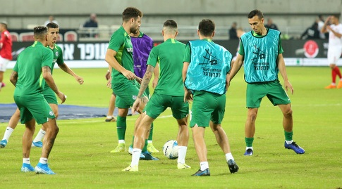 שחקני מכבי חיפה בחימום (שחר גרוס)