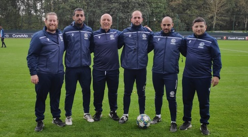 תמיר ונאור לוזון עם הצוות המקצועי בצרפת (מערכת ONE)