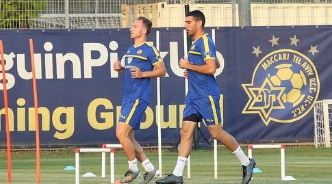 איתן טיבי ודן גלזר באימון מכבי תל אביב (שחר גרוס)