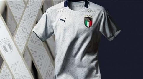 החולצה של נבחרת איטליה (צילום מסך)