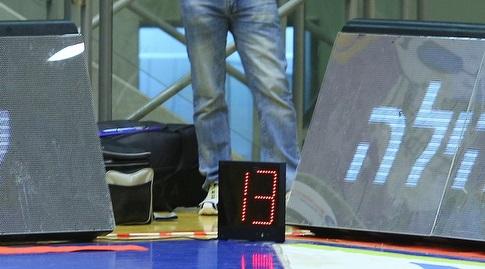 שעון ה-24 החלופי על הפרקט (מרטין גוטדאמק)