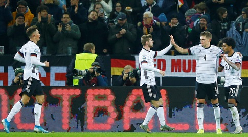 שחקני נבחרת גרמניה חוגגים (רויטרס)