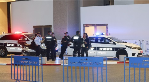השוטרים בסמוך למלון הילטון (רדאד ג'בארה)