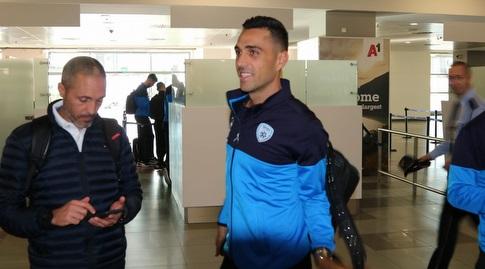 ערן זהבי וערן שדו בנמל התעופה במקדוניה (ההתאחדות לכדורגל) (מערכת ONE)