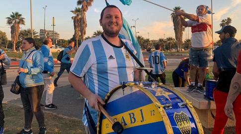 אוהד ארגנטינה באזור הדולפינריום בתל אביב (אסי ממן)