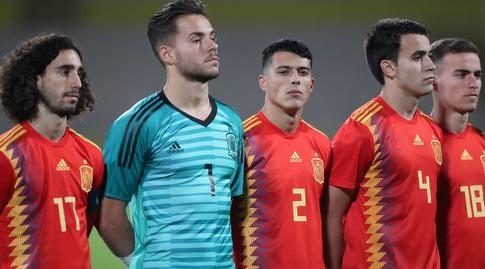 שחקני נבחרת ספרד הצעירה לפני המשחק (רדאד ג'בארה)
