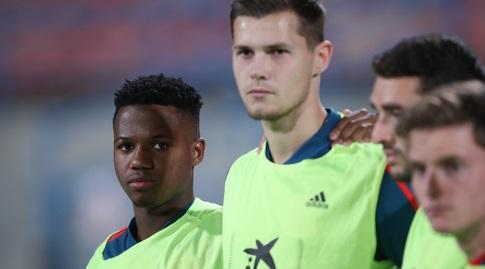 אנסו פאטי (משמאל) לפני המשחק (רדאד ג'בארה)