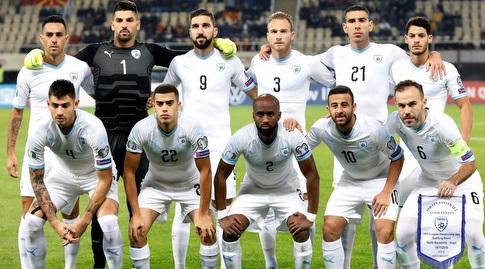 שחקני נבחרת ישראל לפני המשחק (רויטרס)