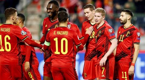 שחקני נבחרת בלגיה חוגגים עם קווין דה בראונה (רויטרס)