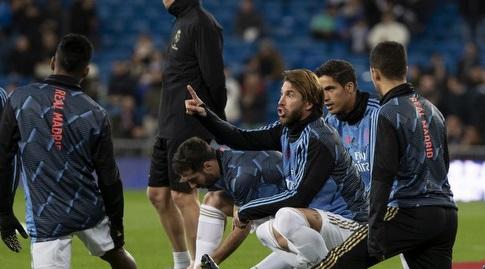 סרחיו ראמוס ושחקני ריאל מדריד בחימום (La Liga)