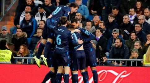 וויליאן ז'וזה חוגג עם שחקני ריאל סוסיאדד (La Liga)