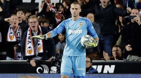 יאספר סילסן מרגיע את הקהל (La Liga)