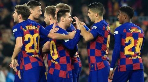 לואיס סוארס מברך את ליאו מסי (La Liga)
