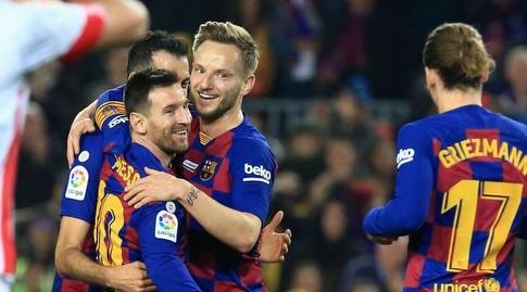 ראקיטיץ' ובוסקטס חוגגים עם מסי (La Liga)